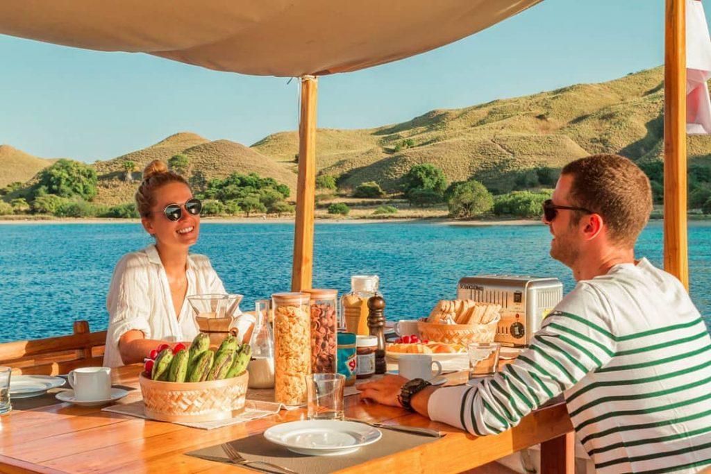 Taste the Glamping of Sailing: Luxury Liveaboard Komodo