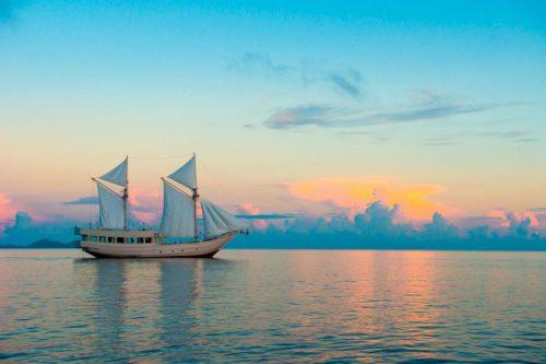 Sailing on Komodo Liveaboard